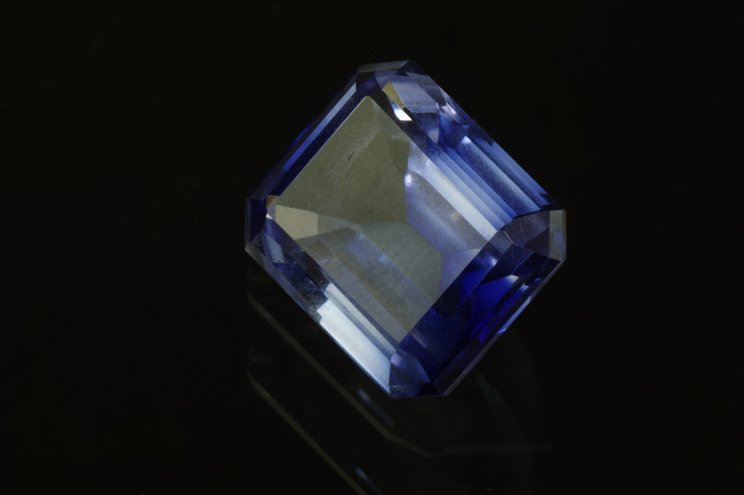 Grinded synthetic corundum - sapphire
